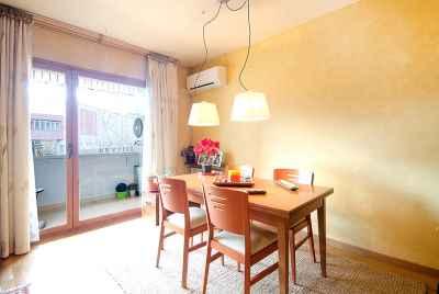 Bright 4 bedroom apartment in the center of Barcelona overlooking Sagrada Familia Church